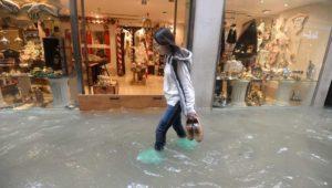 Unwetter-Katastrophe in Italien: Zehn Meter hohe Wellen und Überschwemmungen – So reagieren die Venezianer