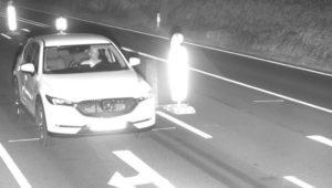 Autofahrer rast mit Mazda CX-5 in Radarfalle – jetzt sucht ihn die Polizei mit Blitzerfoto