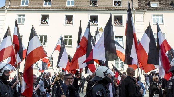 Hitler zum Geburtstag gratuliert: Entlassung bestätigt