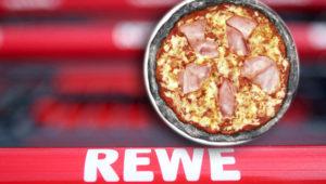 Achtung, Rewe-Rückruf: Scharfkantige Teile in beliebter Pizza gefunden