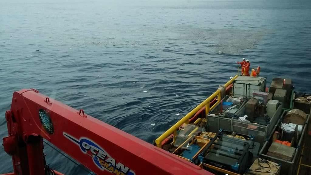 """Flugzeugabsturz in Indonesien: Maschine stand auf der""""schwarzen Liste"""" – erste Leichenteile geborgen!"""