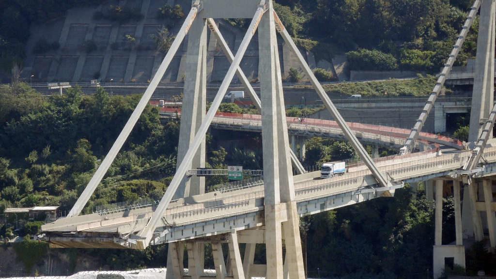 Brückeneinsturz in Genua: Abriss der Autobahnbrücke beginnt