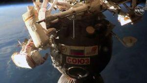 Einzigartiger ISS-Außeneinsatz: Kosmonauten untersuchen winziges Loch