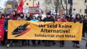 Polizeieinsatz wegen Hitlergruß: Proteste und Wahl-Marathon bei AfD-Parteitag