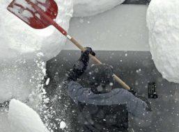 """""""Mochma das Beste draus"""" – Diese bierige Schnee-Idee eines Österreichers wird im Netz gefeiert"""