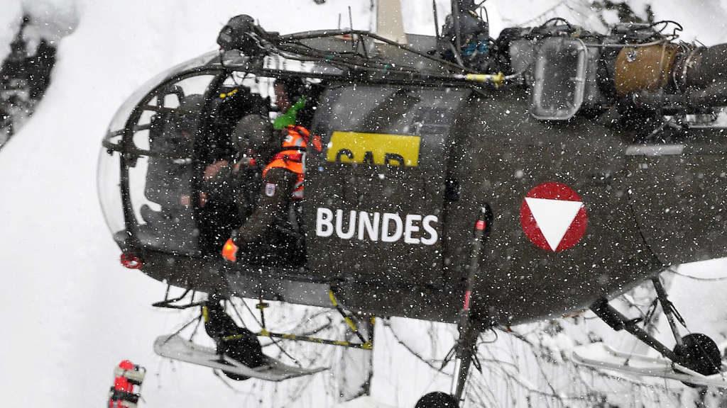Lawinen-Drama in Lech: Hubschrauber suchen weiter nach vermisstem Skifahrer