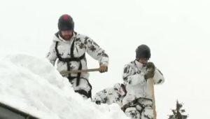 Wetterlage im Newsblog: Lawinengefahr! Skiorte nicht mehr erreichbar