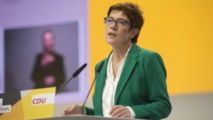 CDU: Kramp-Karrenbauer will Flüchtlingspolitik seit 2015 prüfen