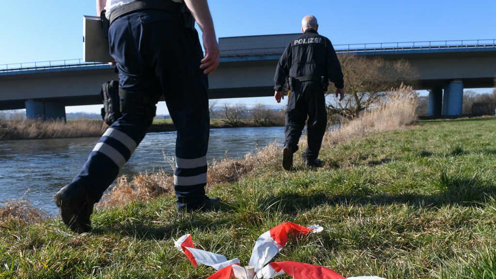 Schockierender Fund! Männliche Leiche treibt im Fluss
